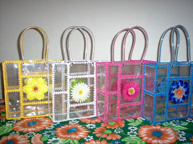 Bolsa artesanal feita com garrafa pet