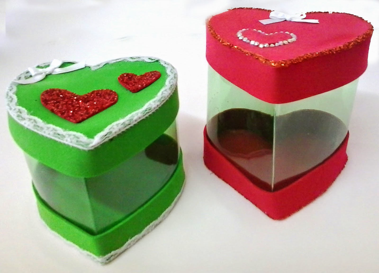 Caixinha artesanal feita com garrafa pet em formato de coração