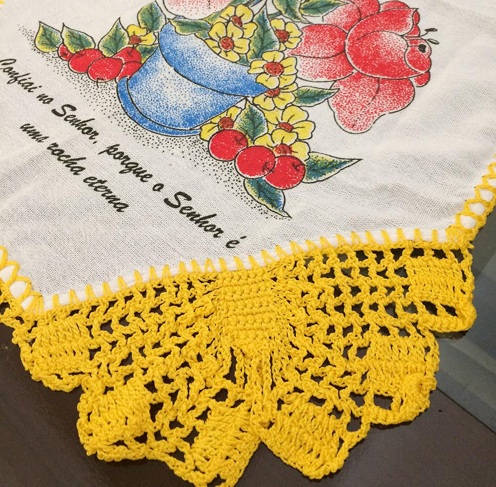 Bicos de crochê borboleta amarelo