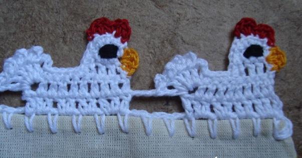 Bicos de crochê galinha com crista