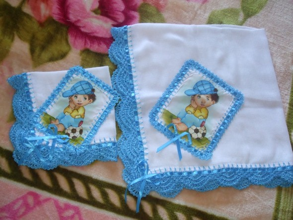 Bicos de crochê para fraldas azul