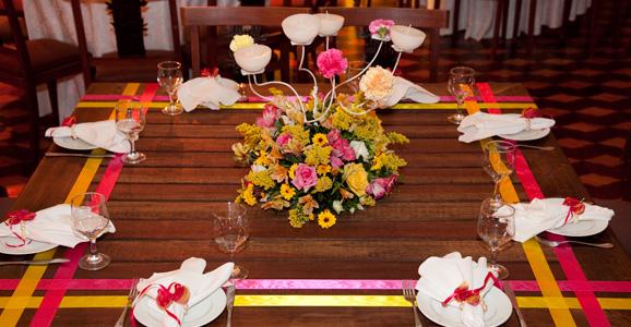 Decoração de mesa de jantar para aniversario com flores