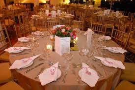 Decoração de mesa de jantar para casamento com guardanapos