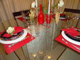 Decoração de mesa de jantar romântico para dois casaisDecoração de mesa de jantar romântico para dois casais