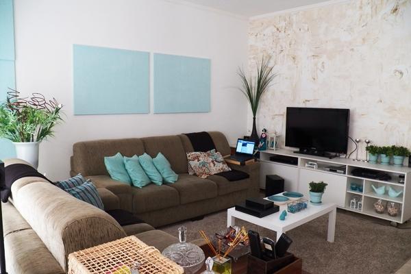 Decoracao De Sala Com Sofá Marrom ~ Decoração de sala pequena com sofá marrom com azul fraco