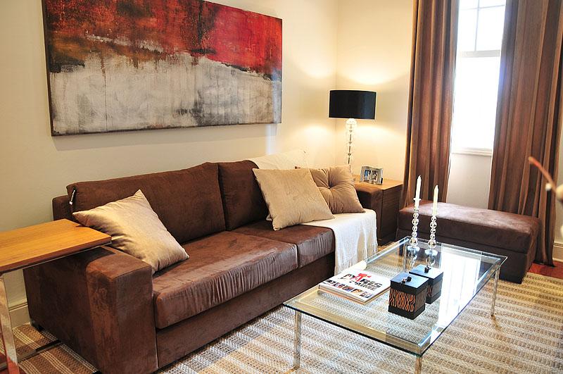 Decoracao De Sala Com Sofá Marrom ~ Decoração de sala pequena com sofá marrom e cortinas marron