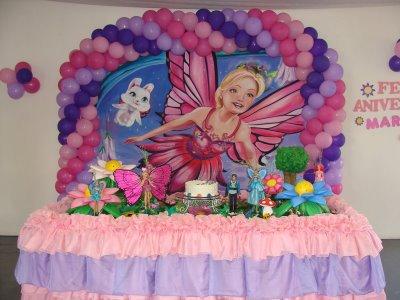 barbie na decoração simples de festa inafntil