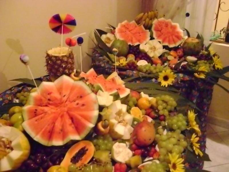 mesa de frutas para ceia de ano novoo