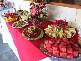mesa de frutas simples para casamento