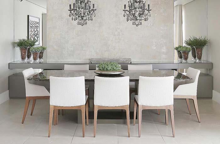 mesa quadrada com plantas