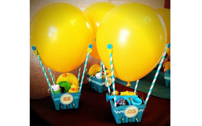 Arranjos de mesa de aniversário com balões