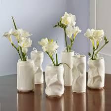 Arranjos de mesa para festa com latas recicladas
