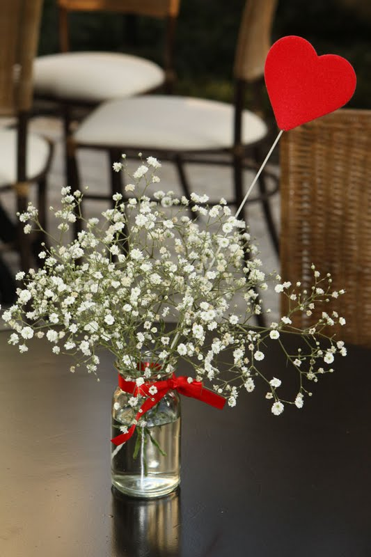 Arranjos de mesa simples com coração em mdf