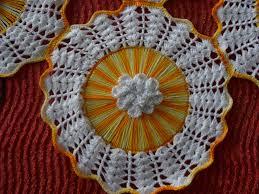 Artesanato com cd e crochê amarelo e branco