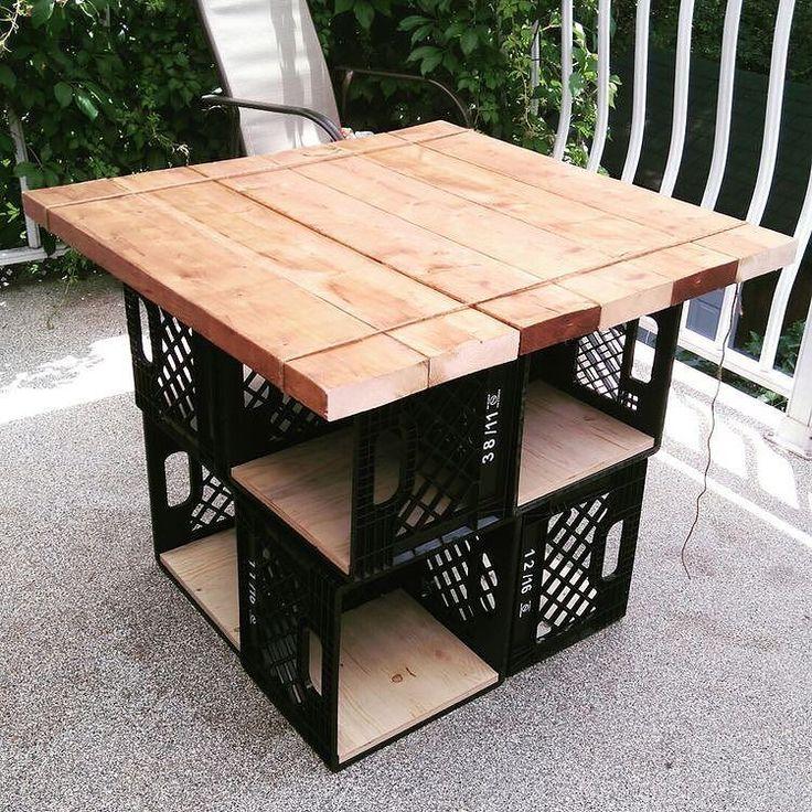 Artesanato em madeira de demolição e caixas plásticas
