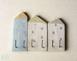 Artesanato em madeira de demolição e pregos