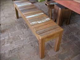 Artesanato em madeira de demolição mesas