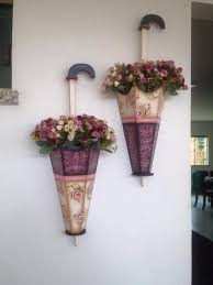 Artesanato em madeira reciclada e flores