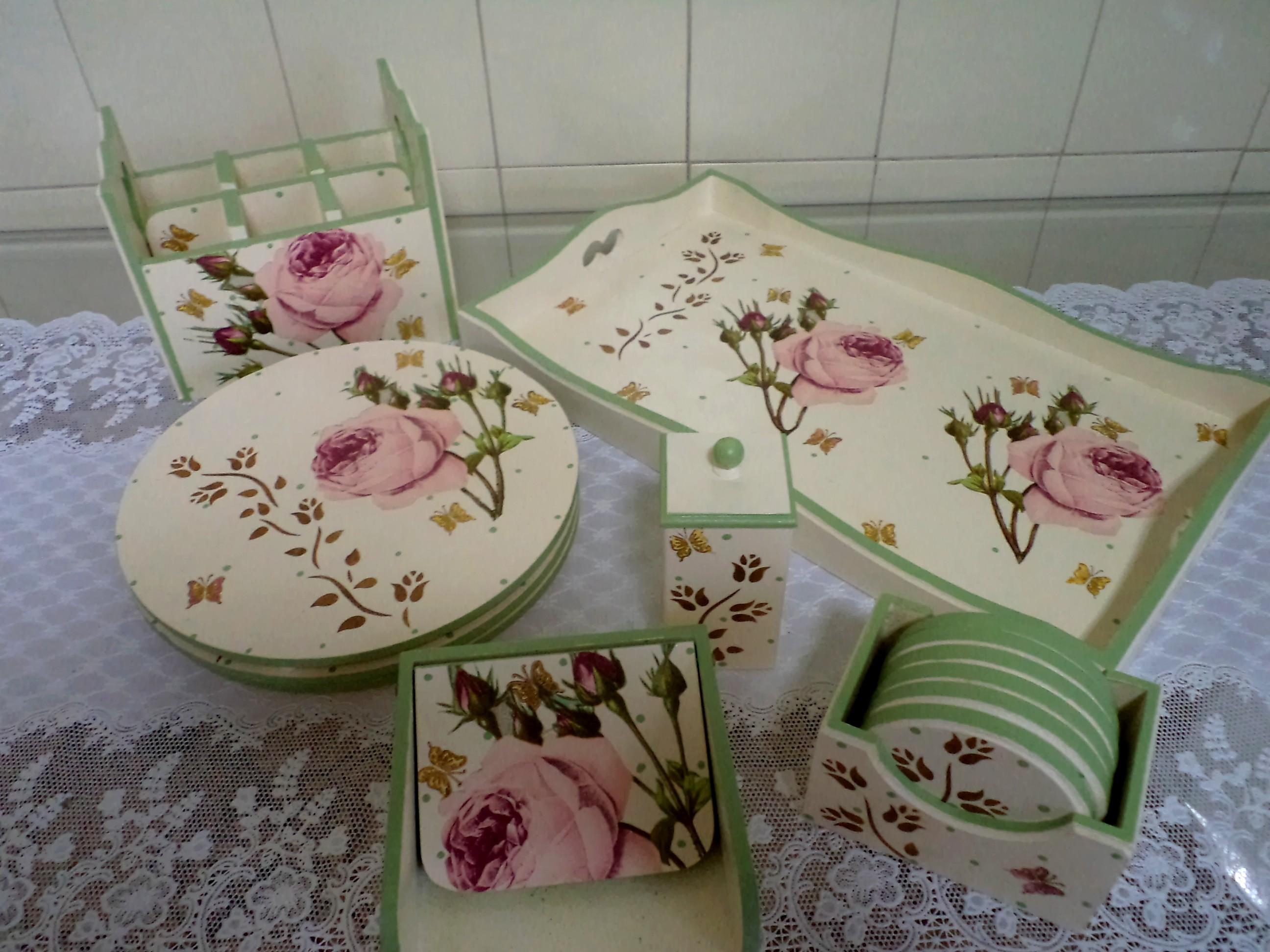 Artesanato-em-mdf-para-cozinha-rosa.jpg