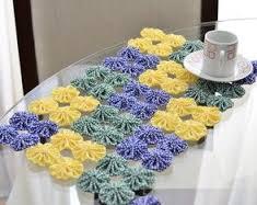 Artesanato em tecido fuxico como toalha de mesa