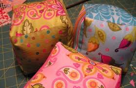 Artesanato em tecido para bebe pufs