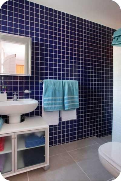 Cerâmica para banheiro azul escuro