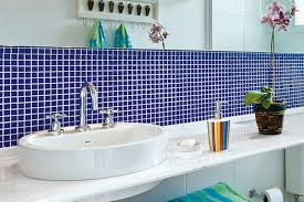 Cerâmica para banheiro azul na pia