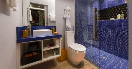 Cerâmica para banheiro azul no box