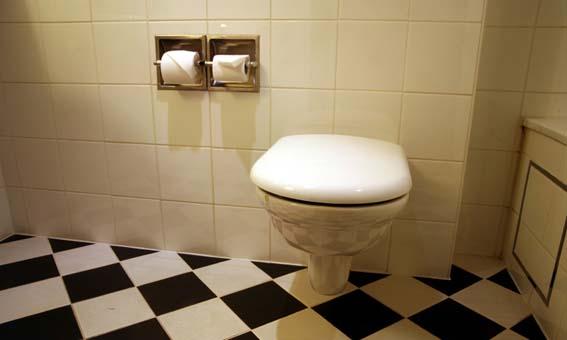 Cerâmica para banheiro bege peças grandes