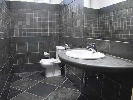 Cerâmica para banheiro cinza clássico