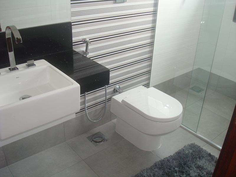 Cerâmica para banheiro cinza listrado