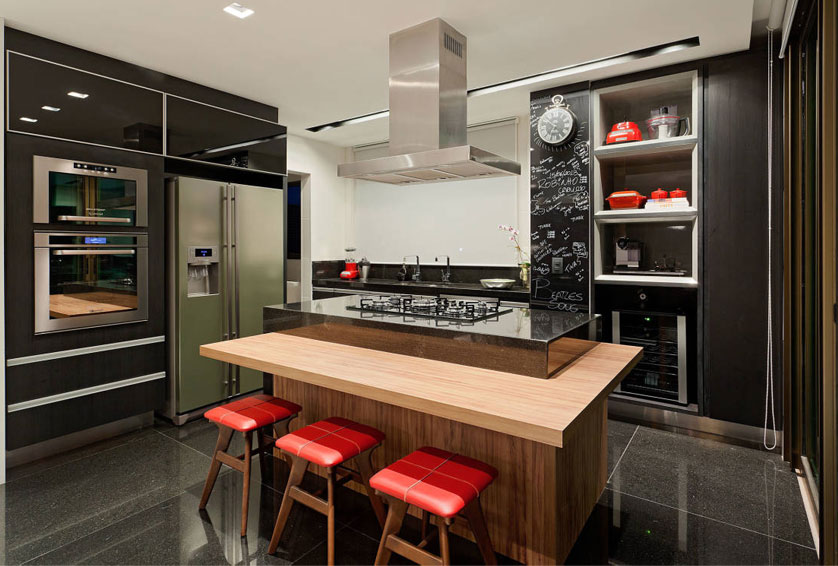 Cozinha de apartamento pequeno com ilha