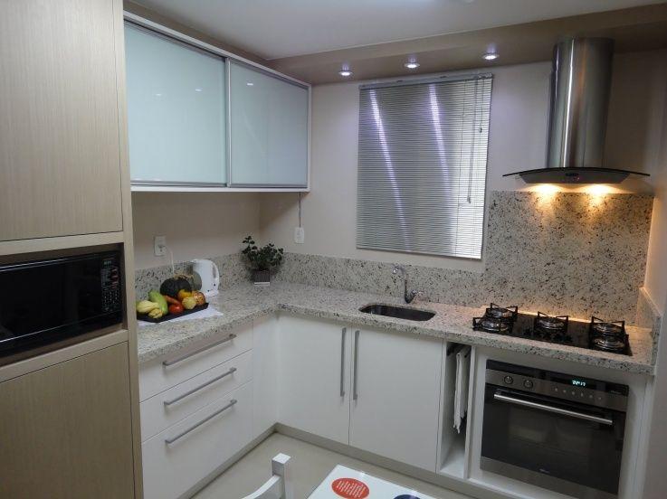 Cozinha quadrada de apartamento pequeno