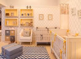 Decoração de quarto de bebê feminino em amarelo