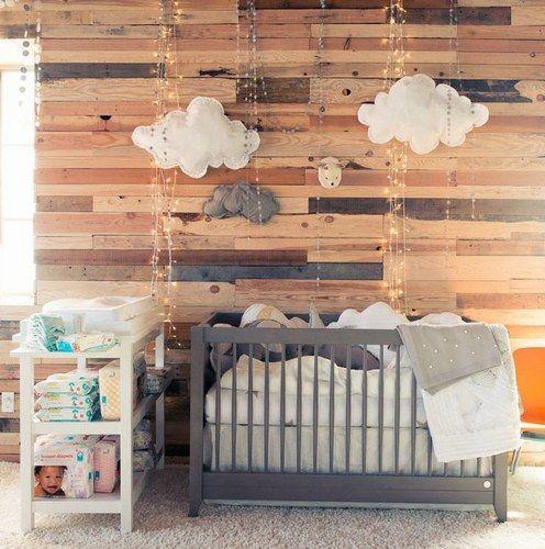 Decoração de quarto de bebe simples com madeira