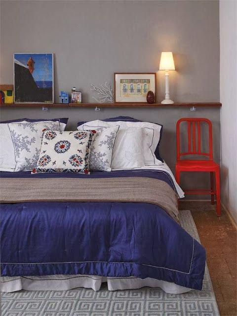Decoração de quarto de casal com prateleira