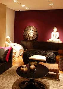 Decoração de sala indiana com estátuas