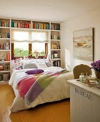 Decoração quarto casal romântico com biblioteca