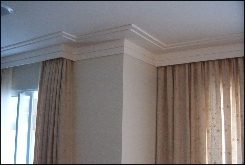 Forro de gesso tabicado com moldura e cortinas