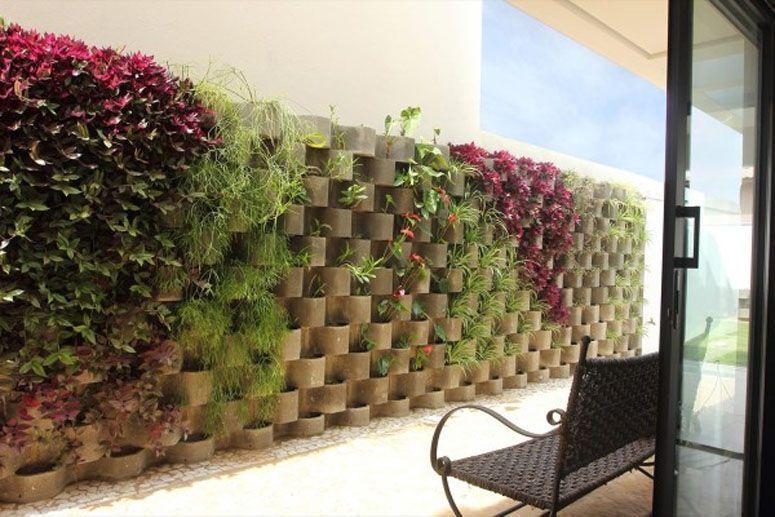 Jardim vertical no muro