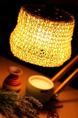 Luminária de barbante amarela