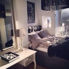 Lustre para quarto de casal com cores escuras