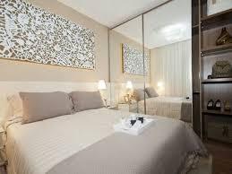 Lustre para quarto de casal com quadros