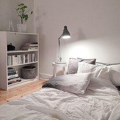 Lustre para quarto simples no criado mudo