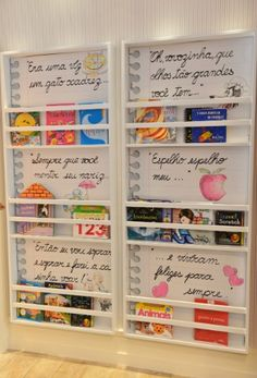 Prateleira para livros quarto infantil com frases