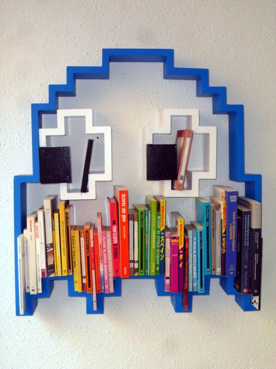 Prateleiras para livros criativas com video game