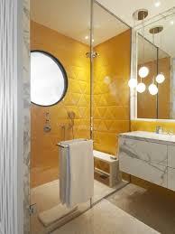 Revestimento para banheiro branco e amarelo