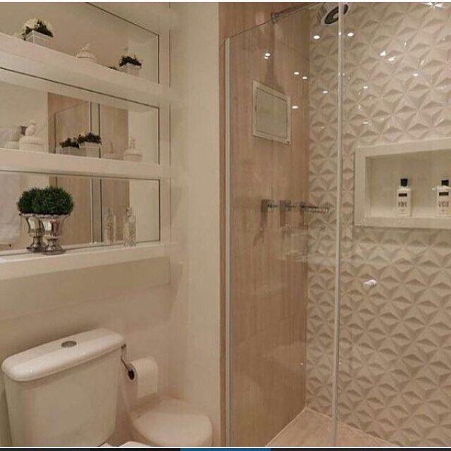 Revestimento para banheiro branco e marrom