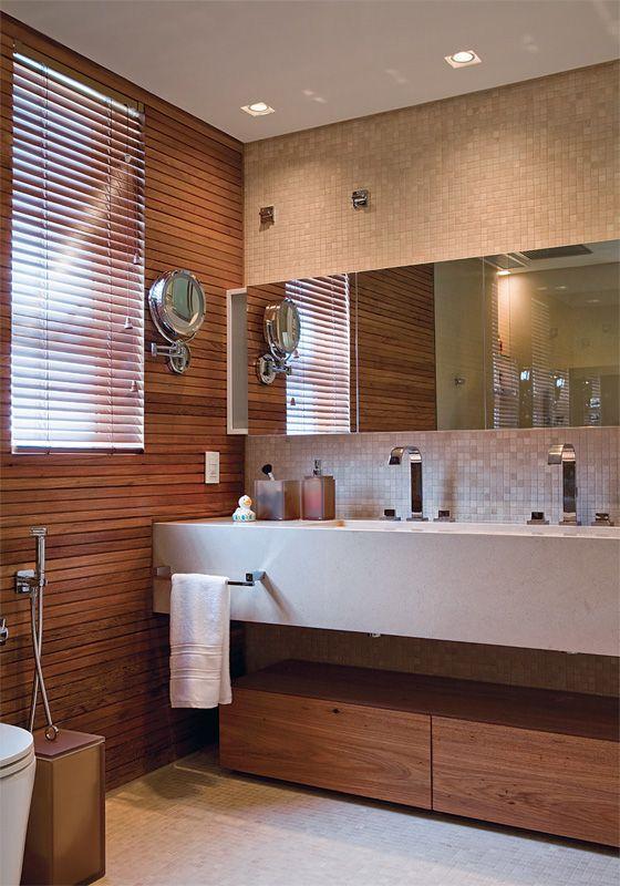 Revestimento para banheiro pequeno em madeira