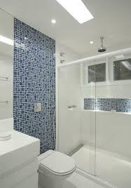 Revestimento para banheiro simples azul e brancoRevestimento para banheiro simples azul e branco